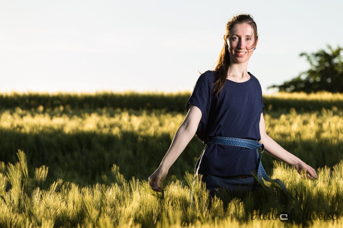 Ein Bild im Kornfeld… Frau Mia Bluse